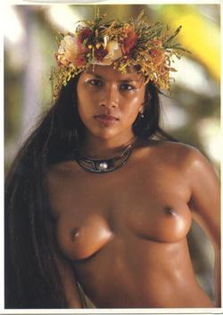 голая девушка с острова Таити